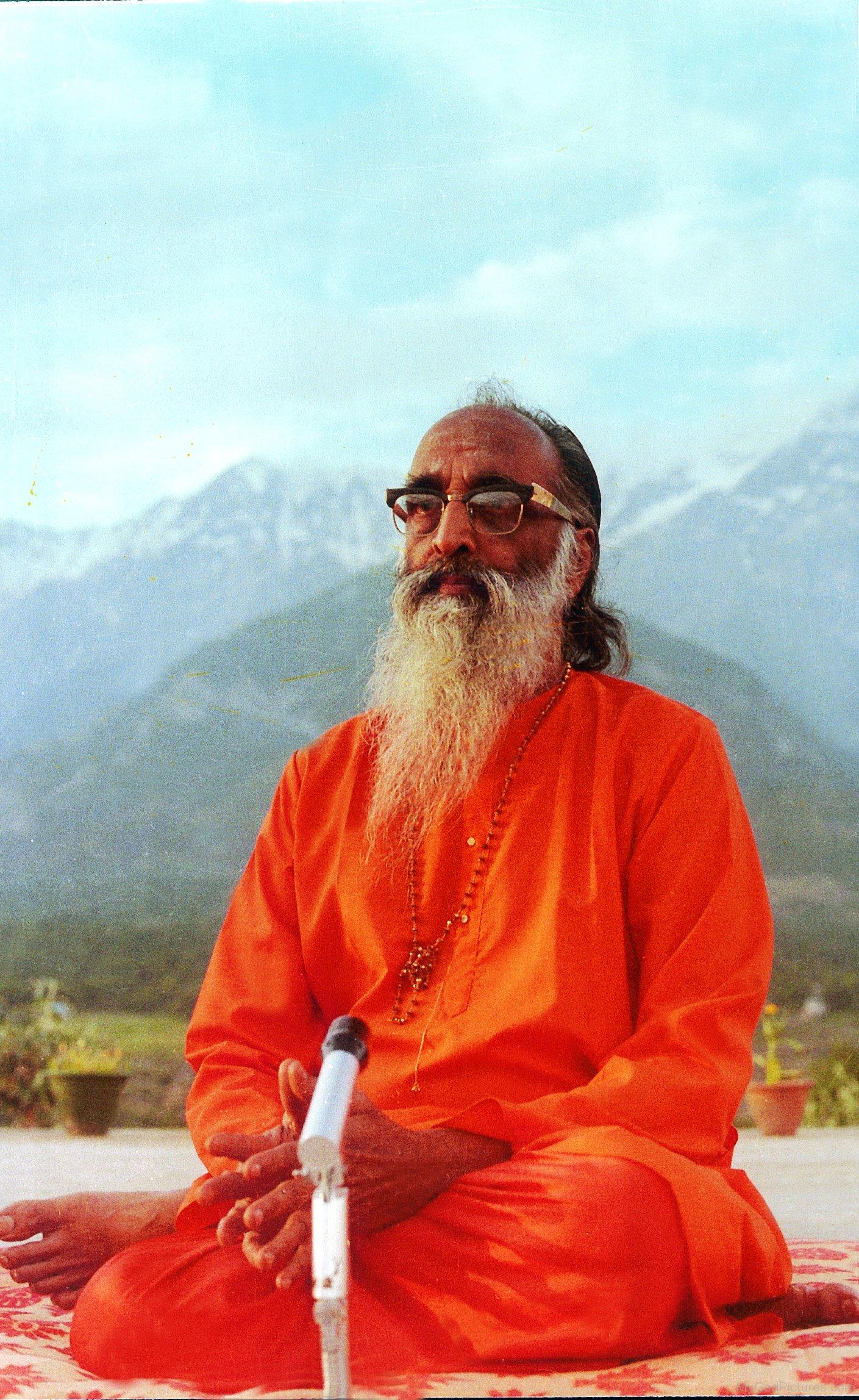 Image-Of-Chinmayananda-Saraswati